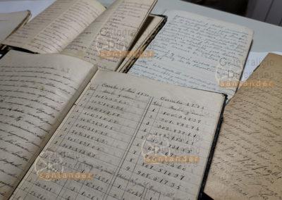 Cuadernos manuscritos con diferente información